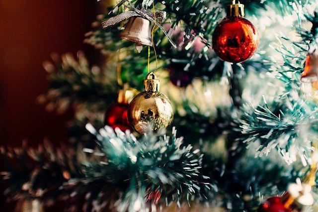 Karácsonyfa díszítés profi módon